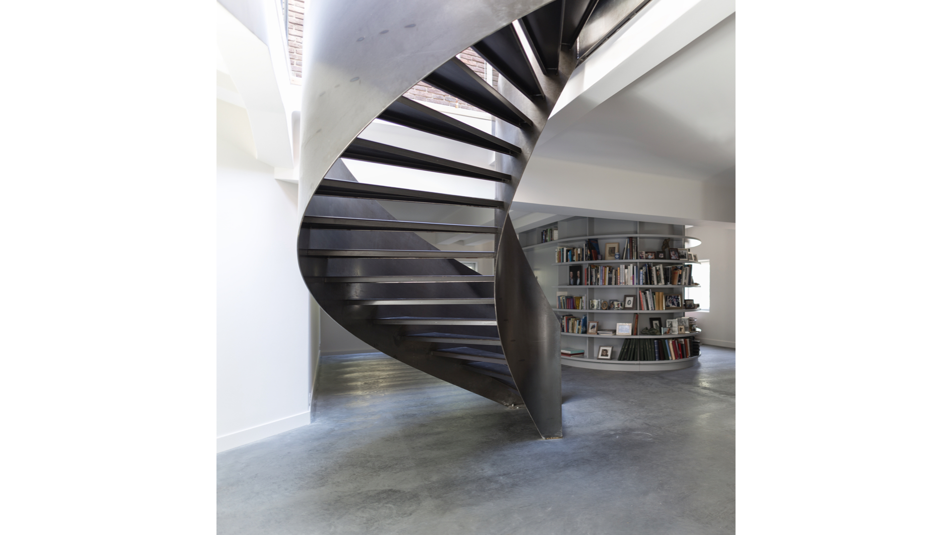 Curved Raw Steel Staircase iii | © Bernardo Guillermo Studio