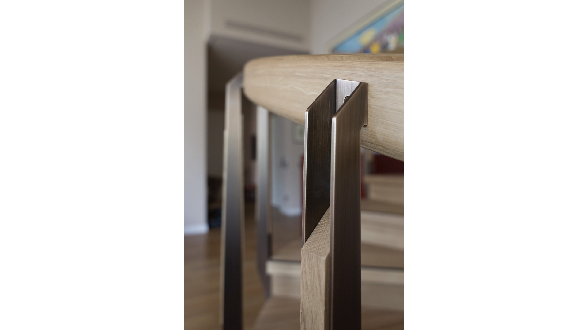 Curved Solid Oak and Brass Staircase iii | © Bernardo Guillermo Studio